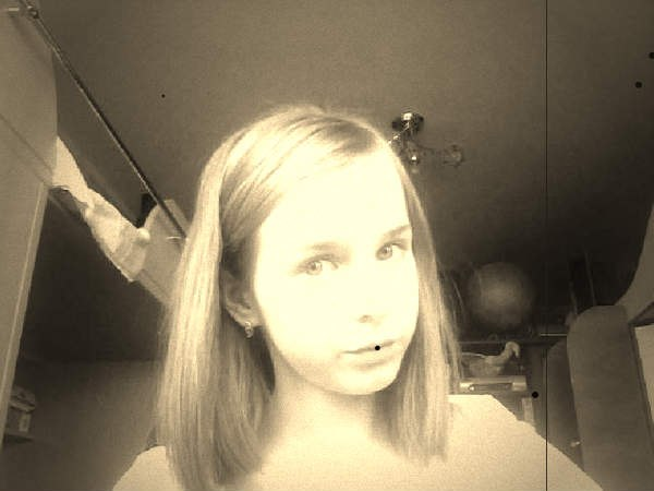 Молодая девочка перед вебкамерой 0 фотография