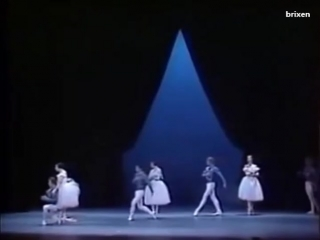 The Giselle pas-de-deux, danced by 4 pairs, in the same choreography