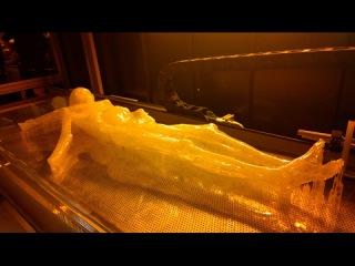 Альпинисты опешили, в леднике нашли мумию странного человека