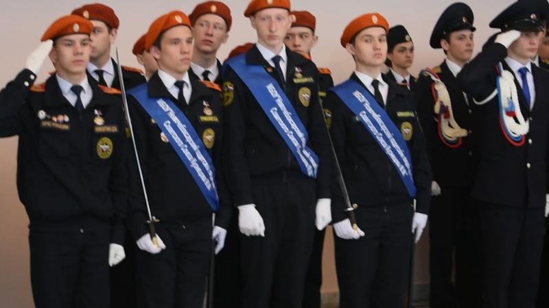Начало церемонии Часовой у знамени Победы