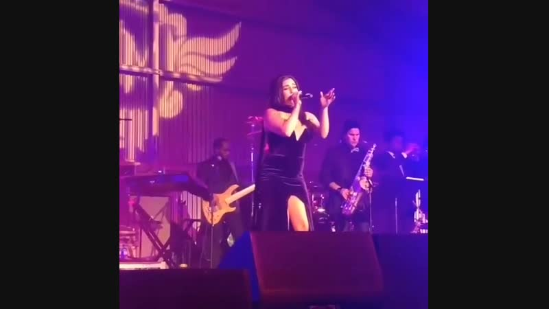 Lauren perfoming «Its my party» cover