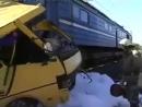 Ужаснейшая авария на переезде, автобус с пассажирами и поезд.