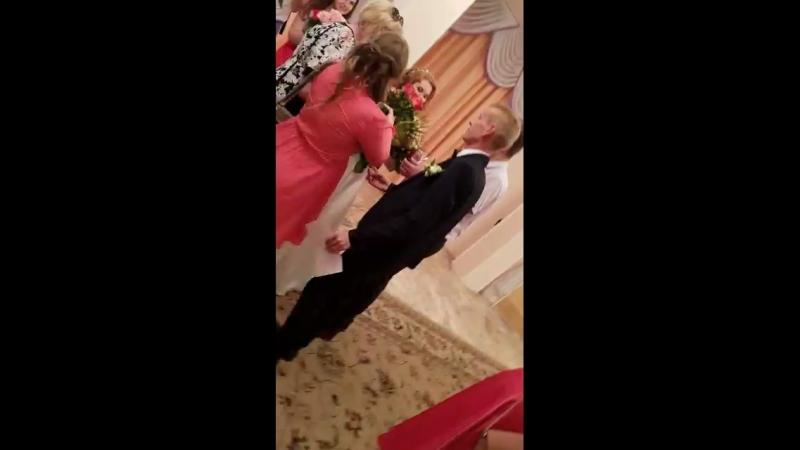 Мои любимые 😍💏 самыесчастливые 💏 семьяморозовых 💏🙏 03.08.2018г гости поздравляют молодоженов 👰🏼👦🏼💐