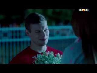 Физрук Дима и Саша Мамаева поцелуй