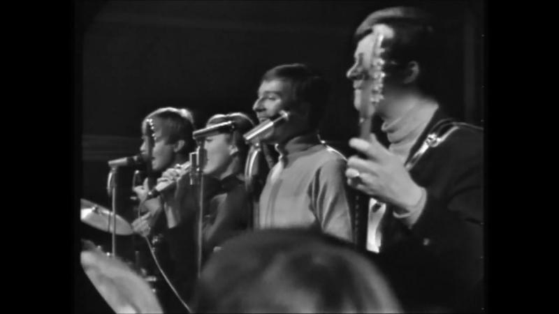 The Phantoms - Please Mr. Postman (Beat-....10.1965) (720p).mp4