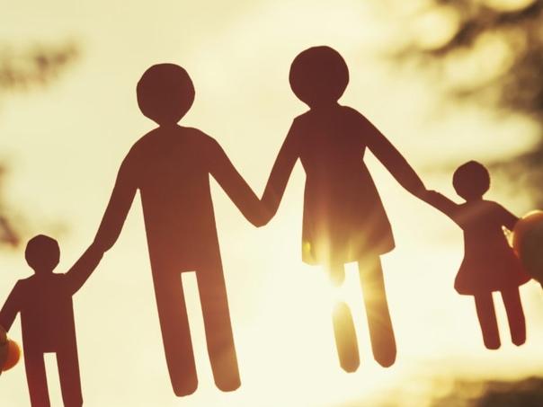 Воспитание детьми - К сыну поеду, — гордо сообщает подругам на скамеечке Антонина Николаевна, — гостинцев накупила. Если бы речь шла о незнакомых людях, я бы подумала, что бабушка собралась в