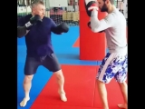 #Repost @ tvoi_trener_ara・・・Работа на лапах, приглашаем всех на индивидуальные и групповые тренировки по боксу, в академию бое