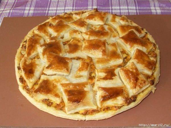 Пирог с курицей из слоёного теста понравится