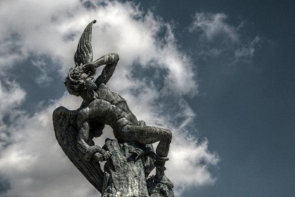 гадалка - культ Сатаны. Сатана. Дьявол. Люцифер ( фото, видео, демотиваторы, картинки) - Страница 2 G5qs8JZLaNY