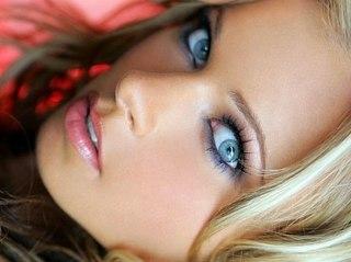 Голубой макияж глаз