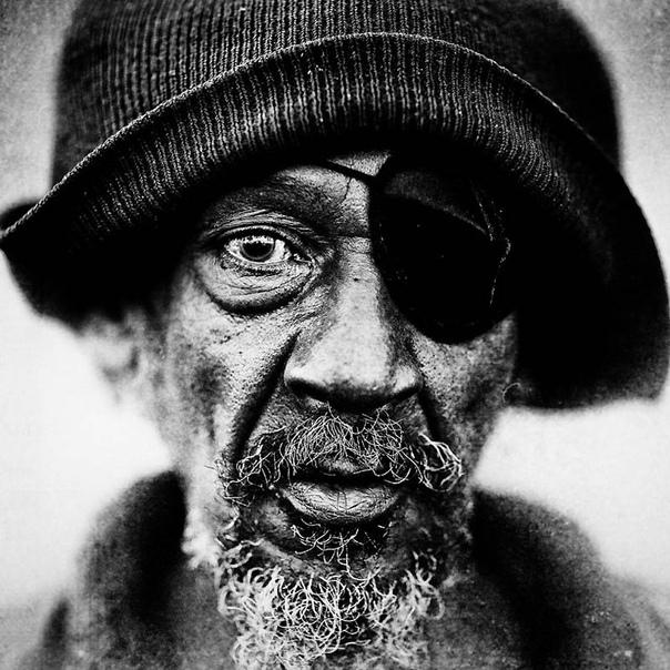 Портреты бездомных от фотографа Ли Джеффриса В 2008 году бухгалтер и начинающий фотограф Ли Джеффрис приехал в Лондон, чтобы участвовать в марафоне. За день до марафона он решил погулять по