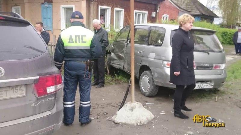 Два столкновения в течение получаса на перекрестке в Бердске смотреть онлайн без регистрации