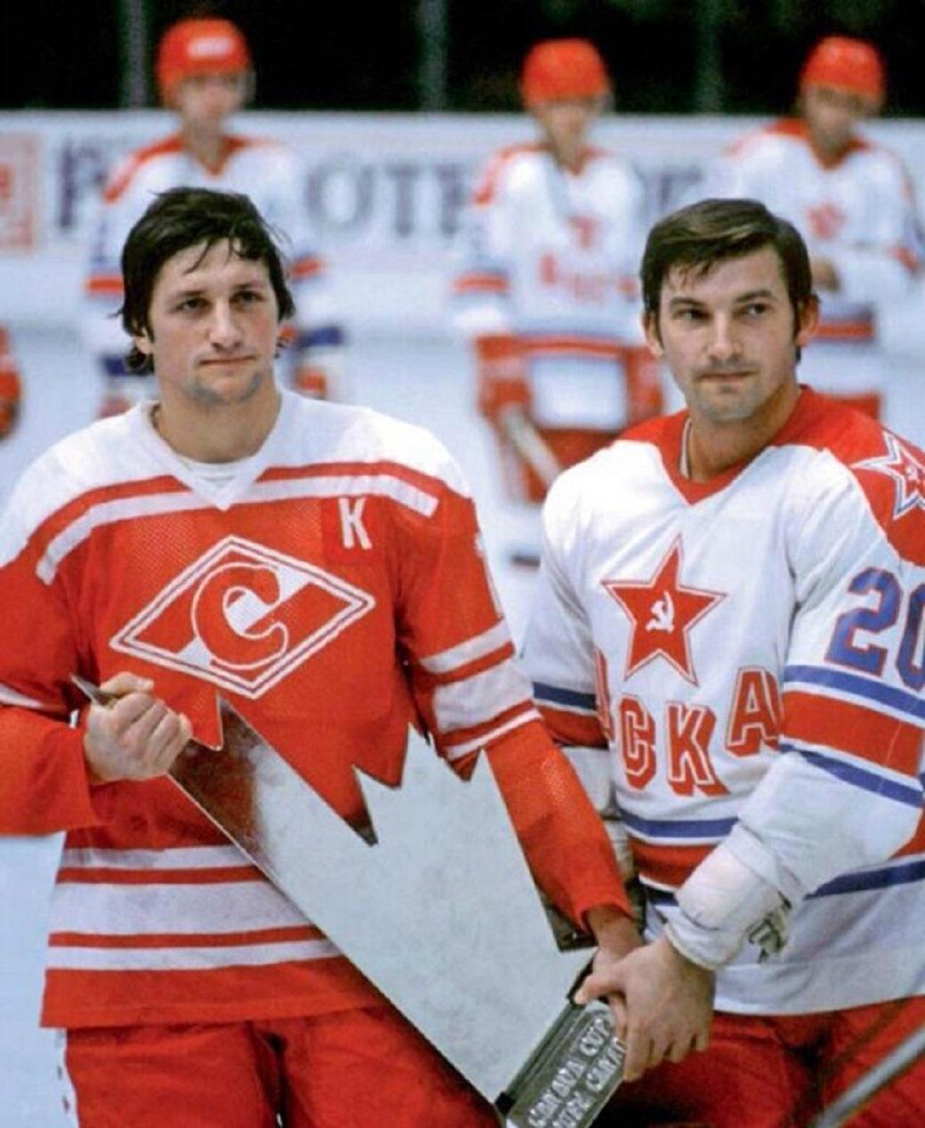Сергей Капустин и Владислав Третьяк с Кубком Канады 1981