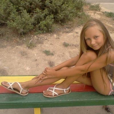 голі фото юних дівчат