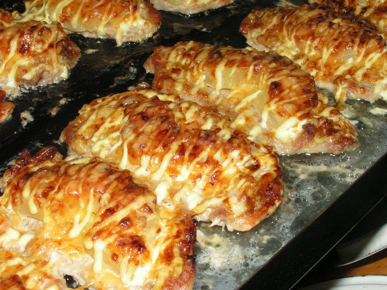 отбивные свиные с ананасом и сыром в духовке