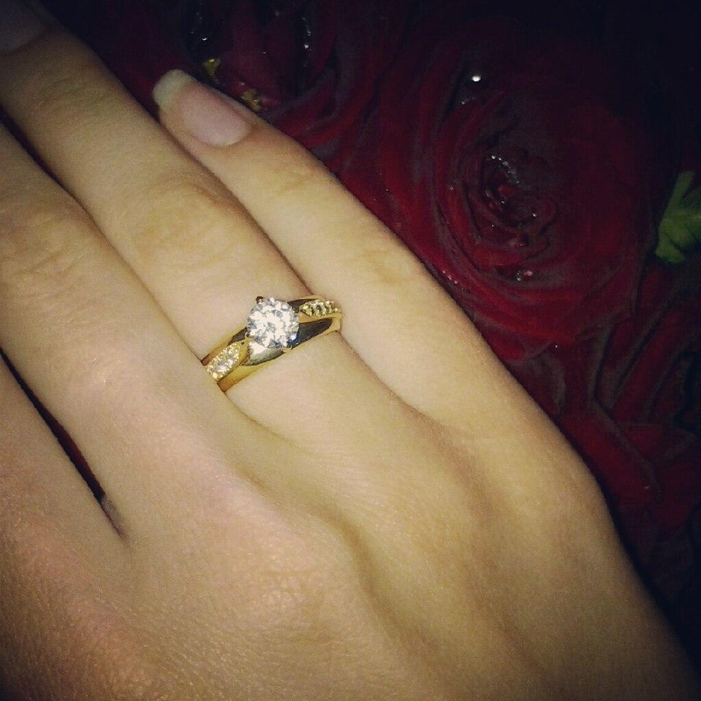 Подарить девушке кольцо как подарок