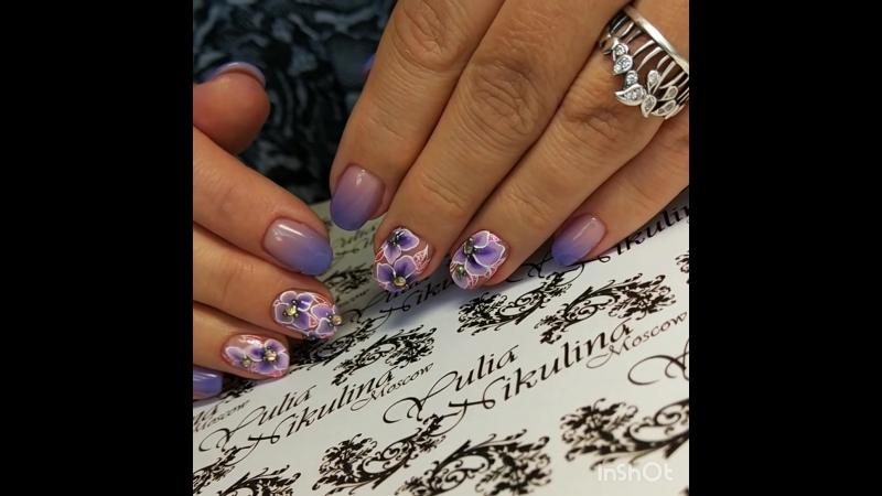 Лиловые ногти с цветами