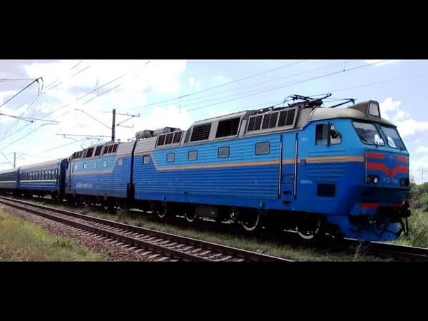 {TRAINS} Электровоз ЧС7-306 с пассажирским поездом и приветливой локомотивной бригадой [12.09.2018]