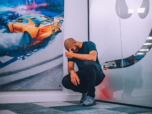 Он нарисовал Need For Speed: четырехколесный киберпанк Хайзала Салима Автор статьи - DmitryCDИсточник - его только не называют в России и Кызыл Салем, и Хызал Салим, и еще тысячью вариаций его