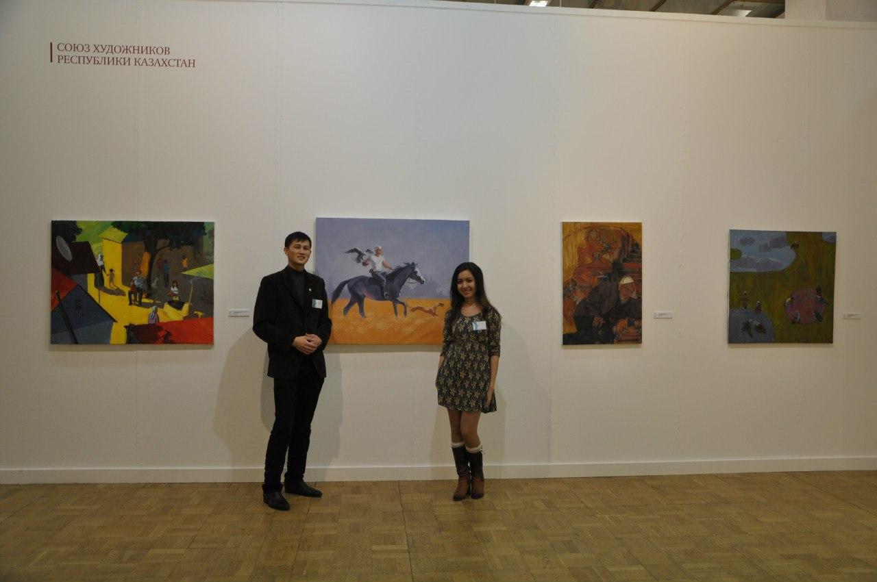 Казахстанский художник Алмас Нургожаев и журналист Эксперимента Салтанат Абдугазиева.