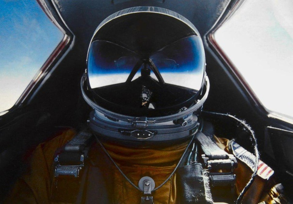 Селфи Элдона Уэйна Йоерза  лётчика, который установил мировой рекорд по скорости полёта, равной 2,193 мили (3529,2 км/ч