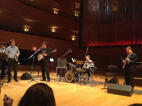 5:55.  25 сентября - Концертный зал Мариинского театра - концерт джазового квартета Дэйва Брубека (США) - фантастика!
