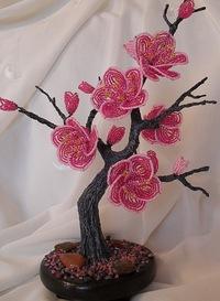"""На нашем женском портале  """"Дамочка """" Вы в любое время отыщите публикацию - дерево из бисера с цветами, с фотографиями..."""