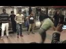 Брейк данс в Нью Йоркском метро от африканцев