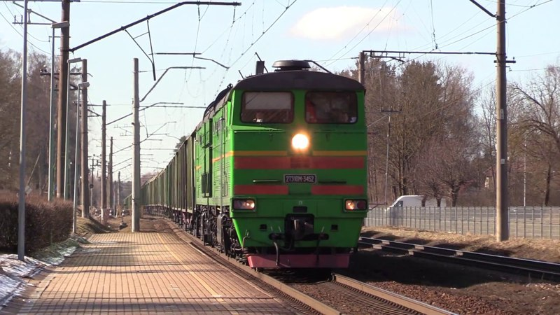 Тепловоз 2ТЭ10М-3452 на о.п. Икшкиле / 2TE10M-3452 passing Ikškile stop