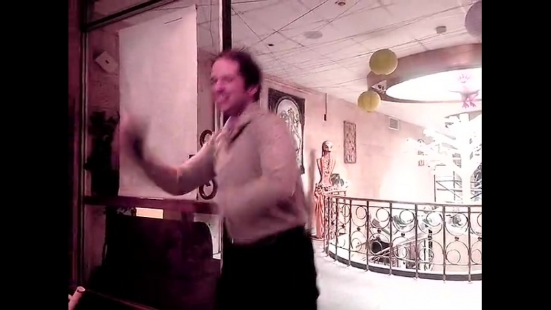 классный танец мужика