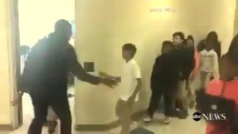 Учитель придумал для каждого ученика свое приветствие