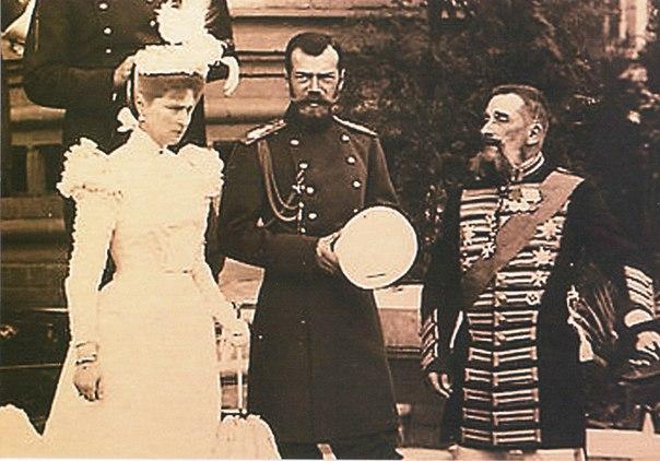 Интересные факты о семейной жизни Николая II Брак Николая II и Александры Федоровны называют святым. Они пронесли свои чувства через все испытания и невзгоды.1. 5 лет ожиданияЛюбовь к Александре