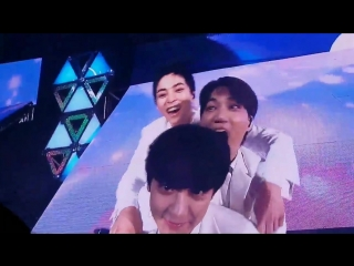 15.07.2018 ElyXiOn Dot in Seoul: Чанёля пытаются съесть