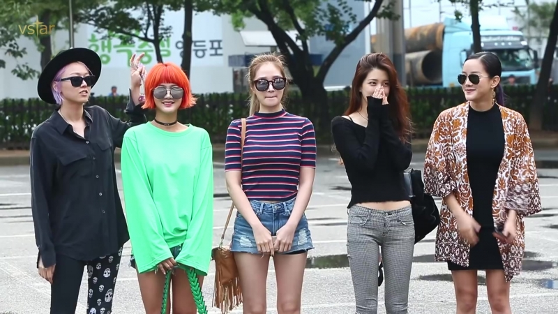 160909 SPICA (1:52) @ On the Way to Music Bank