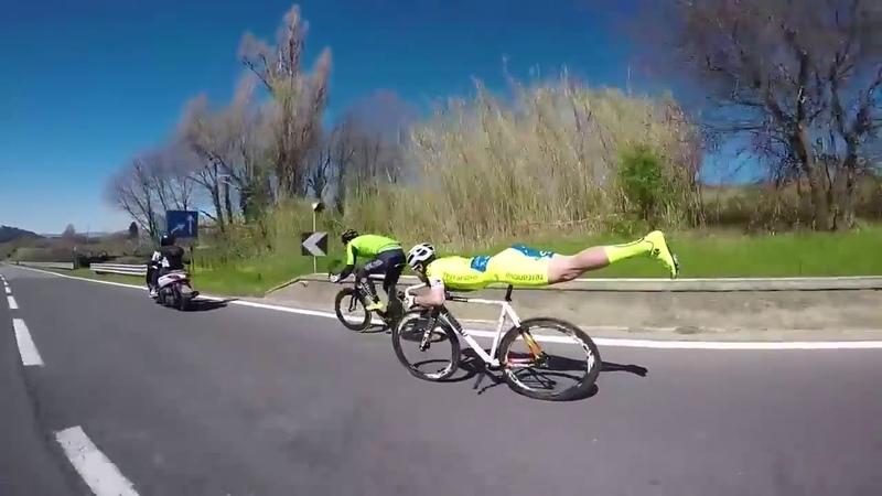Велосипедист обогнал всех не крутя педали / Cyclist overtakes all