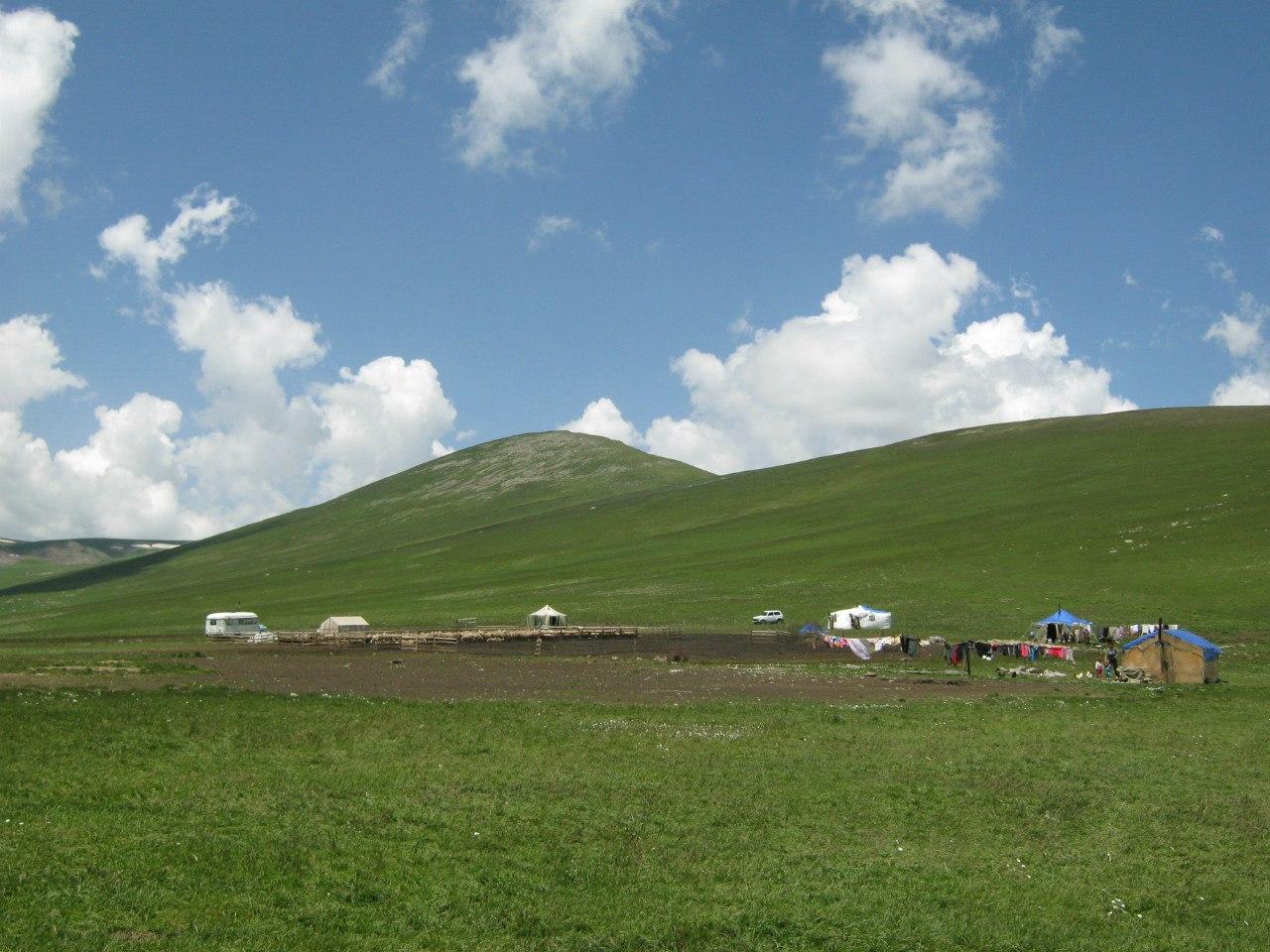 Стоянка пастухов-езидов близ озера Ала Гёль