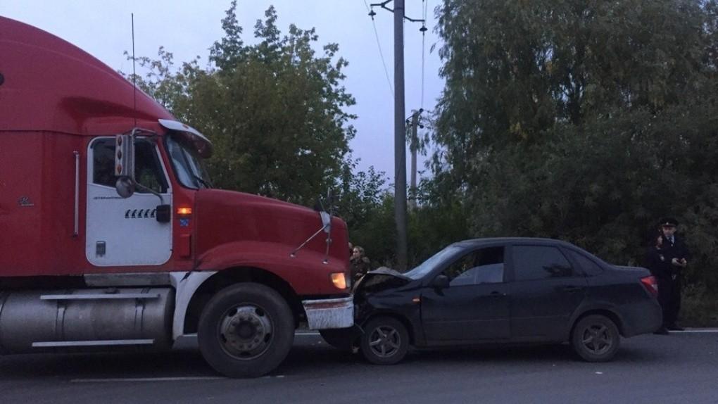 Водитель грузовика не дал скрыться омичу, насмерть сбившему двух пешеходов