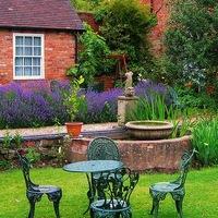 украшение сада своими руками из ненужных вещей