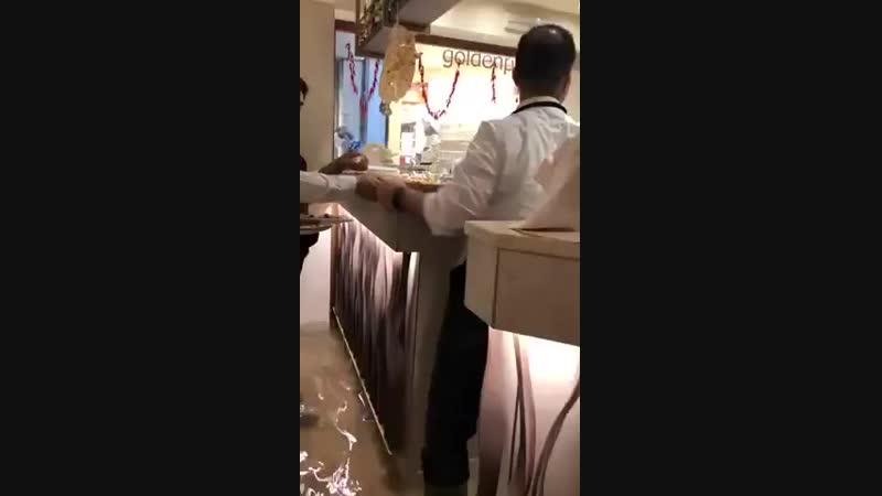 Як працює піцерія в затопленій Венеції