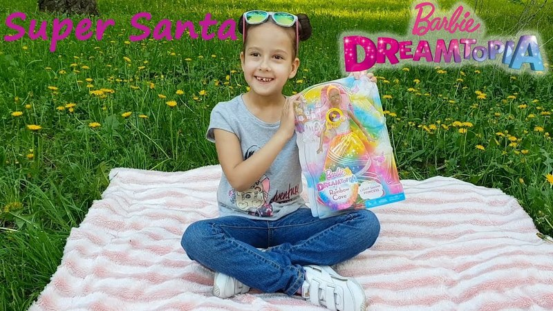 Супер Санта и новая кукла Барби Королева Дримтопии Распаковка на природе Barbie Dreamtopia Unpucking