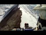 По вершине горы на мотоцикле