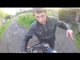 До*бался до мотоциклиста! Его еб*т