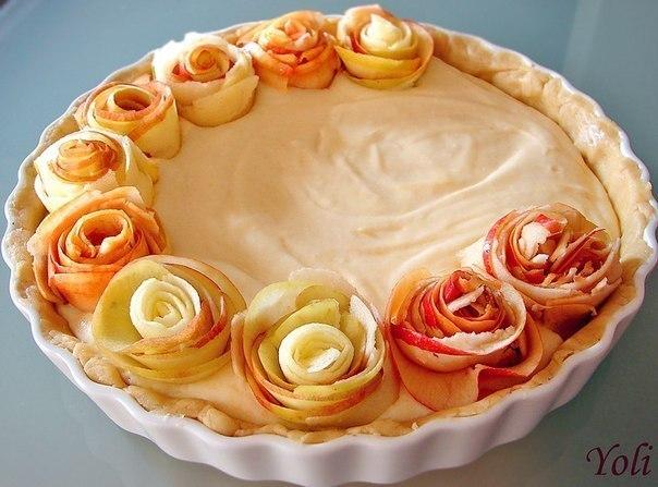 Яблочный пирог с розочками.