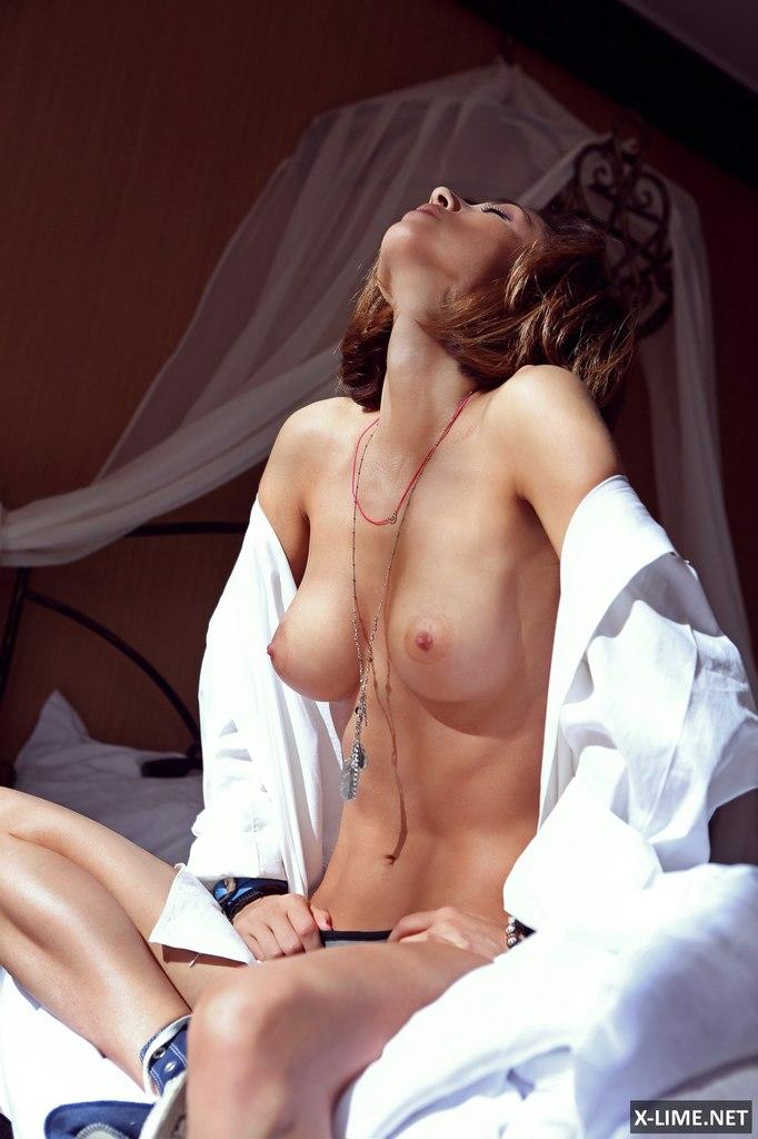 Голая Анна Плетнева в максим фото Maxim март 2008