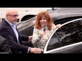 EXCLUSIVE Mylene Farmer signe des autographes a ses fans a RTL Paris