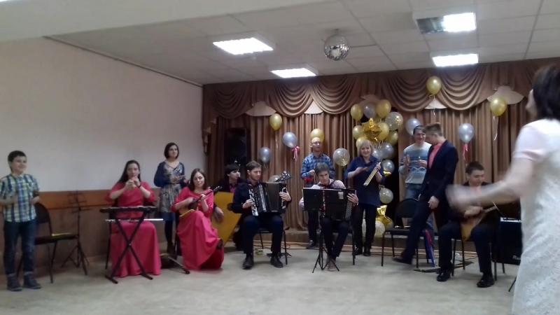 Папа участвует в ансамбле народных инструментов (играет на копытцах)