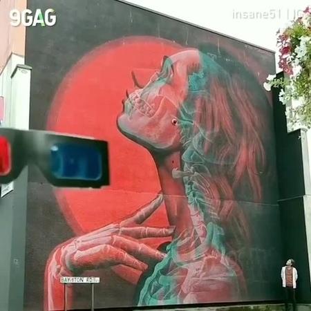 - ESSENCE of LOVE - very cool street ART -
