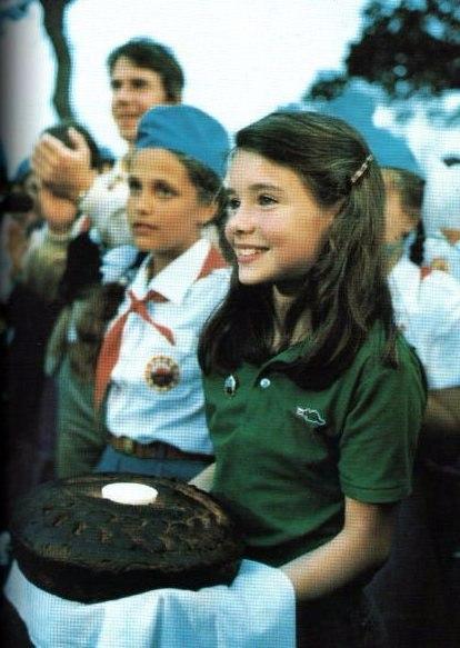 Историю Саманты Смит Как маленькая американская девочка написала письмо Андропову.На Западе нарастали протесты против ядерного оружия. Демонстранты критиковали не только СССР, но и политику