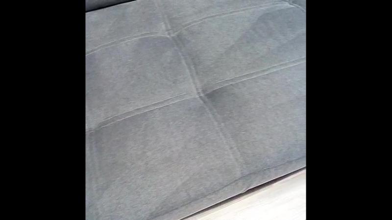 чистый диван после химчистки.