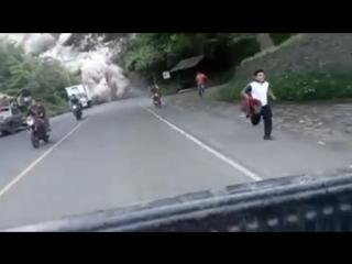 Спасение от пирокластических потоков вулкана Фуэго (Гватемала, 3 июня 2018).